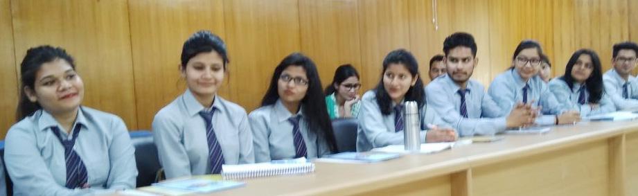 कार्यक्रम में मौजूद संस्थान के छात्र-छात्राएं