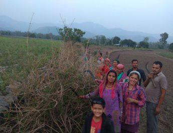 प्रतापपुर में सफाई से पहले बंद सड़क